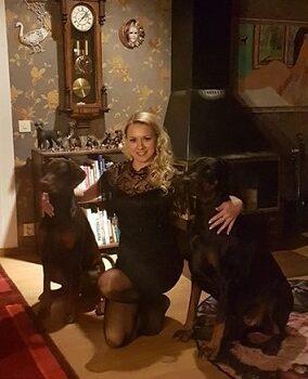 Natalia med Emma (Livonija Baronessa Gemma Gloss) och Dasha (Dobermundes Nodame Cantabile) 3 jan 2020.